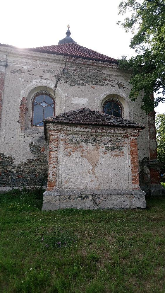 Kostel svaté Barbory a jeho okolí
